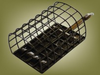 Heavyweight cage feeder